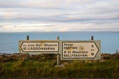 La strada principale del Buckshot firma dentro il Burren Fotografia Stock Libera da Diritti