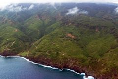 La strada principale 340, la strada di Kahekili, fiancheggia la linea costiera di nordest dell'isola di Maui in Hawai Fotografia Stock