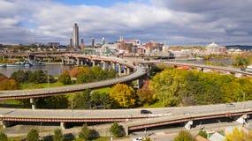 La strada principale di vista di lungomare su fuori dilaga Hudson River Albany New York fotografia stock libera da diritti