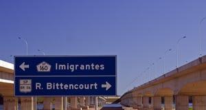 La strada principale firma dentro il Brasile Fotografia Stock Libera da Diritti