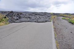 La strada si è chiusa da lava in Hawai Fotografia Stock