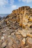 La strada soprelevata di Giants in contea Antrim dell'Irlanda del Nord fotografia stock libera da diritti