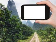 la strada turistica dei photograps alla morfologia carsica alza in Yangshuo Fotografia Stock