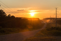 La strada vuota conduce ad un tramonto Fotografie Stock