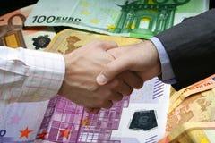 La stretta di mano finanziaria!! Fotografia Stock