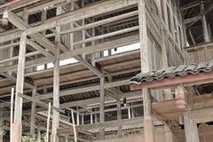 La structure en bois loge en construction Photos stock