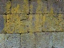 La struttura alta chiusa della parete di pietra antica ruvida a Phanom ha suonato il parco storico Fotografie Stock Libere da Diritti