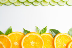 La struttura arancio affettata, fondo bianco, spazio della copia immagini stock