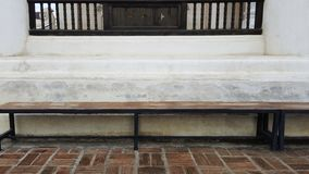 La struttura della pietra e della sedia per gli ambiti di provenienza della città parcheggia Immagine Stock Libera da Diritti
