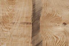 La struttura della plancia di legno senza buccia da desidera ardentemente il soffitto della casa di ceppo Fotografia Stock