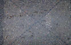 La struttura della strada con i modelli delle rocce del fiume e caduti Immagine Stock
