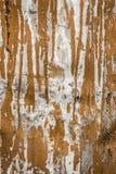 La struttura della superficie di metallo di alluminio nociva, metallo grigio con le bande di pittura marrone, fondo astratto Fotografie Stock Libere da Diritti