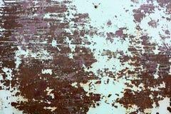 La struttura di due arrugginiti colora vecchio il metallo ossidato misero rossastro e verde, il ferro con la sbucciatura bulbted  immagine stock