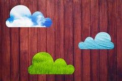 La struttura di legno della parete vede attraverso la nuvola con la natura 3 Fotografia Stock