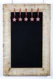 La struttura di legno ripresa lavagna della lavagna con tessuto Stars dicembre Fotografie Stock
