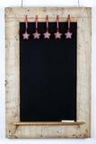 La struttura di legno ripresa lavagna della lavagna con tessuto Stars dicembre Fotografia Stock