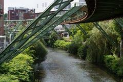 La struttura di sostegno della ferrovia della sospensione di Wuppertaler fotografia stock libera da diritti