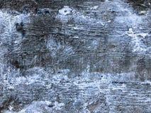 La struttura di vecchia parete concreta grigia del gesso del cemento con le crepe ammacca i modelli di fori ed i divorzi, pezzi s immagine stock