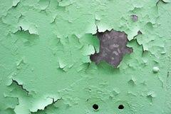 La struttura di vecchio metallo ossidato misero, di ferro con la pittura verde di pelatura in espansione della sbucciatura e dei  fotografia stock