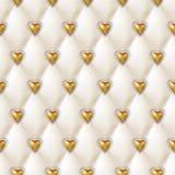 La struttura senza cuciture del cuoio bianco con i cuori dorati brillanti si abbottona Vector il tessuto di seta del raso, fondo  illustrazione di stock