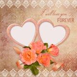 La struttura sotto forma di cuore con le rose su fondo d'annata Fotografia Stock Libera da Diritti