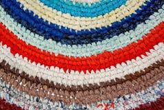 La stuoia di colore, tricottata lavora all'uncinetto, fatto a mano Fotografia Stock