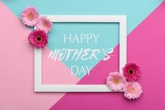 La sucrerie en pastel de mère de jour heureux du ` s a coloré le fond Configuration florale d'appartement de jour de mères Images stock