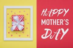 La sucrerie en pastel de mère de jour heureux du ` s colore le fond L'appartement de jour de mères étendent le concept minimal av Images stock