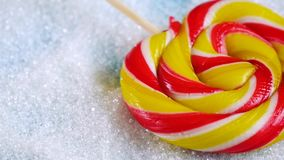 La sucrerie lumineuse est sur le fond du sucre Consommation du sucre et de ses effets sur la santé clips vidéos