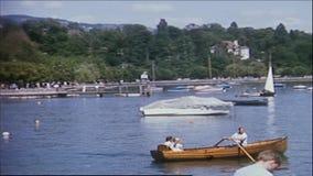 La Suisse 1964 : Port d'Ouchy à Lausanne chez le Lac Léman banque de vidéos