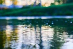 La superficie del lago por la tarde Imagenes de archivo