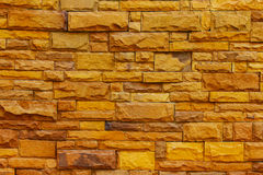 La superficie del muro di mattoni è blocchi gialli per i precedenti Immagine Stock Libera da Diritti