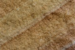 La superficie gialla della pietra con la linea trasversale di struttura sabbiosa Fotografie Stock
