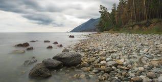 La superficie lisa del lago Fotografía de archivo libre de regalías