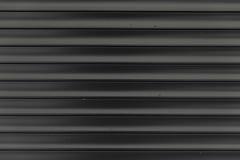 La superficie ondulata in bianco e nero di struttura del metallo o galvanizza il fondo d'acciaio Immagini Stock