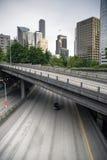 La superstrada 5 da uno stato all'altro porta i viaggiatori dell'automobile Immagine Stock Libera da Diritti