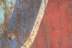 La surface de fer est couverte de vieille peinture, de peinture ébréchée, de grand fond ou de texture pour votre projet Photo libre de droits
