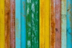 La surface du fer durable est peinte avec la peinture dans différentes couleurs, les couleurs de l'arc-en-ciel sont jaune, rouge, photos libres de droits