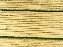 La surface du plancher en bois dur a traité avec un scelleur fongicide et insecticide images stock