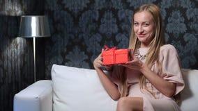 La surprise pour la femme aimée la Saint-Valentin banque de vidéos