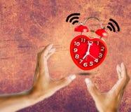 La sveglia rossa della campana sveglia all'orologio del ` di 7 o Immagini Stock