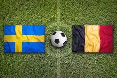 La Svezia contro la Germania Bandiere del Belgio sul campo di calcio Fotografia Stock Libera da Diritti
