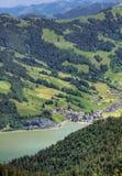 La Svizzera: città nel lago della montagna Fotografia Stock