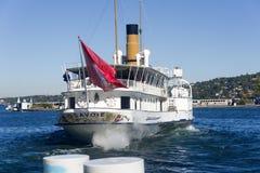 La Svizzera Ginevra il lago alloggia il più grande, barche di Belle Epoque più eleganti e più omogenee Fotografia Stock