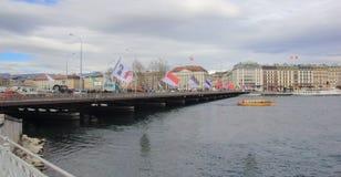 La Svizzera; Ginevra; 8 marzo 2018; Il crossi del ponte di Mont Blanc fotografie stock libere da diritti