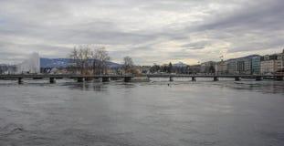 La Svizzera; Ginevra; 8 marzo 2018; Il ponte di Bergues a Ginevra fotografia stock libera da diritti