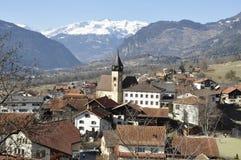 La Svizzera: Paesino di montagna Scharans in Domleschg Fotografia Stock Libera da Diritti
