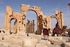 La Syrie, Palmyra ; Le 25 février 2011 - voûte de Triumph Ruines de la ville sémitique antique du Palmyra peu avant Photos stock