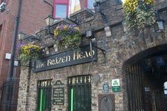 La tête d'airain prétend être le bar le plus ancien d'Irelands, Dublin photographie stock