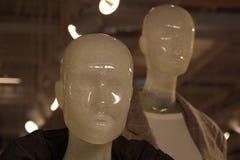 La tête d'un mannequin léger dans un magasin d'habillement image libre de droits